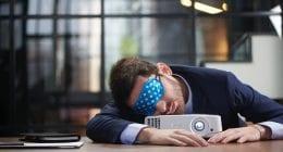 Mate spava na poslu