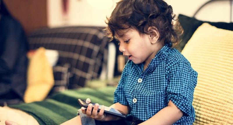 dječak telefon